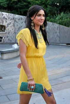Yellow dress and teal clutch. Gossip Girl Dresses, Gossip Girl Outfits, Gossip Girl Fashion, Gossip Girls, Girls Fashion Clothes, Fashion Outfits, Girl Clothing, Beautiful Outfits, Cool Outfits