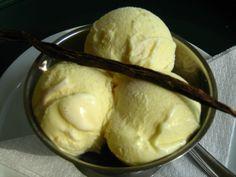Főzött vanília fagylalt otthon    Ha szeretnénk a családunkat, vagy a vendégeinket elkápráztatni saját készítésű vanília fagyival, ne gondol... Popsicle Recipes, Popsicles, Sorbet, Gelato, Parfait, Fudge, Cookie Recipes, Food And Drink, Ice Cream