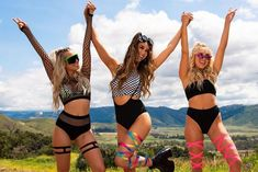 This article covers the differences between rave & festival fashion and club wear. Festival Guide, Rave Festival, Festival Fashion, Holographic Crop Top, Holographic Bodysuit, Hippie Rave Outfits, Festival Makeup Glitter, Rave Costumes, Blazer And Shorts