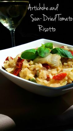 A very simple vegan risotto made with artichokes and sun-dried tomatoes. Great as an appetizer or main dish. Dairy Free Recipes, Easy Healthy Recipes, Veggie Recipes, Vegetarian Recipes, Cooking Recipes, Veggie Food, Food Food, Vegan Risotto, Tomato Risotto