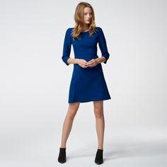 Kleid mit ausgestelltem Cut #HALLHUBER