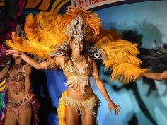 File:HK TST night 柏麗購物大道 Park Lane Shopper's Boulevard 巴西 Brasil 森巴舞娘 Samba female dancers Nov-2010 06.JPG