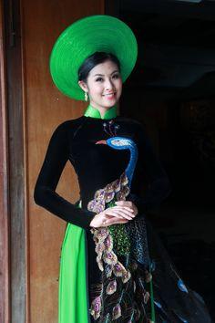 Vietnamese ao dai - peacock