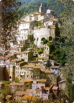 Ceriana, Un paese nella roccia tra ulivi e frantoi.