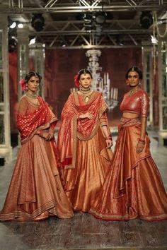 Tarun Tahilianiat India Couture Week 2016 - Look 6