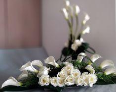Nowoczesny stroik na cmentarz w bieli nr. 110 Ikebana, Funeral, Diy And Crafts, Table Decorations, Flowers, Plants, Home Decor, Flower Arrangements, Floral Arrangements