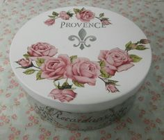 Diy Art Projects, Hat Boxes, Pretty Box, Altered Boxes, Decoupage Paper, Rose Design, Fondant Cakes, Shadow Box, Decorative Plates
