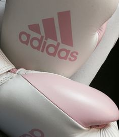 Girl boxer Adidas boxing gloves Informations About Girl boxer Adidas boxing gloves Pi Self Defense Women, Self Defense Tips, Boxing Girl, Boxing Boxing, Boxing Club, Karate, Tekken Girls, Nora Valkyrie, Girl Boxers