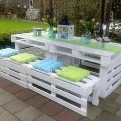 Pallet Chair, Diy Pallet Furniture, Furniture Ideas, Outdoor Furniture Sets, Chair Bed, Bed Table, Homemade Sofa, Recycled Pallets, 21st