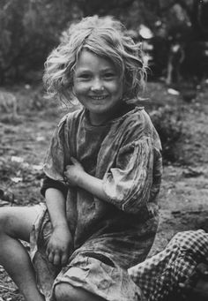 TRUE BEAUTY….Daughter of migrant workers near Raymondsville, Texas 1937