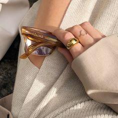 October 27 2019 at fashion-inspo Cream Aesthetic, Gold Aesthetic, Classy Aesthetic, Aesthetic Themes, Gold Sparkle, Daily Fashion, Fashion Fashion, Fashion Women, Fashion Ideas