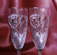 Hand painted wedding glasses, winter wedding, intertwined trees, champagne flutes, unique gift, christmas gift, gift couple, set of 2