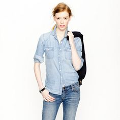 The best chambray shirt of all time. Keeper chambray shirt-J Crew J Crew Style, Style Me, Jean Shirts, Women's Shirts, Casual Shirts, Chambray Shirts, What To Wear, Summer Outfits, Casual Outfits