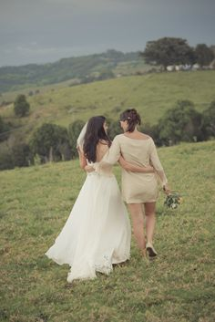 best friends, wedding day, bride and bridesmaid, country vintage wedding