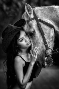 Photo stay with me by Ivan Lee on Horse Senior Pictures, Pictures With Horses, Senior Photos Girls, Horse Photos, Horse Girl Photography, Equine Photography, Country Poses, Horse And Human, Most Beautiful Horses