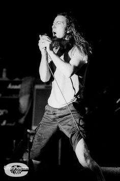 Eddie the husband Vedder Anthony Kiedis, Mookie Blaylock, Pearl Jam Posters, Pearl Jam Eddie Vedder, The Jam Band, Riot Grrrl, Music Memes, Chris Cornell, Music Lovers