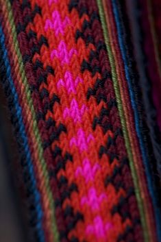 Torkjell Sletta: Detaljenes mester - Magasinet BUNAD | Vippebånd beltestakk Card Weaving, Tablet Weaving, Inkle Loom, Loom Weaving, Friendship Bracelets, Macrame, Band, Handmade, Costume