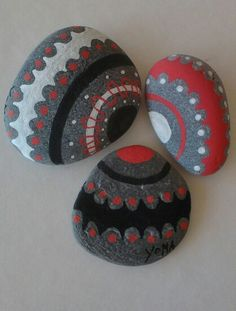 Simple yet pretty painted stones. Wish I knew who the sources was.