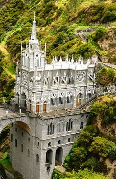 Las Lajas Sanctuary, Colombia: Built between 1916 and this wondrous basilica church stands on a canyon in southern Colombia. This gorgeous structure surrounded by a pool of green is both striking and mystical. Best Places To Travel, Oh The Places You'll Go, Places To Visit, Beautiful World, Beautiful Places, Beautiful Architecture, Church Architecture, Place Of Worship, Adventure Is Out There
