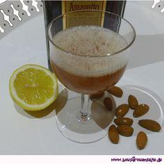 Amaretto Sour - Rezept  Der Cocktail ist sehr erfrischend und für Amaretto-Liebhaber ein echter Genuss. vegetarisch vegan laktosefrei glutenfrei Cocktail, Pudding, Desserts, Food, Delicious Vegan Recipes, Glutenfree, Flu, Alcohol Free, Postres