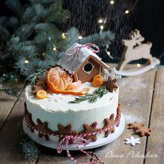 Gingerbread Christmas Decor, Christmas Cake Designs, Christmas Cake Decorations, Christmas Sweets, Holiday Cakes, Christmas Cooking, Noel Christmas, Christmas Goodies, Holiday Treats