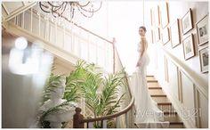디자이너 최재훈의 예술적 감성과 품격있는 공간미를 더한 리허설 작품집 Korean Wedding, Wedding Company, Photography Packaging, Outdoor Furniture, Outdoor Decor, Stairs, Studio, Wedding Dresses, Home Decor