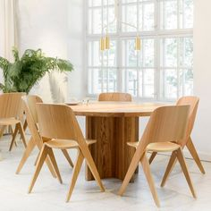 Lavitta-Chair-Poiat-Oak-Insitu