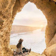 Dame Traveler @reneeroaming  #dametraveleraustralia #dametraveler ✨It's a beautiful thing to inspire people to do something, whether it is to make art, change the world or to love. - @rmdrk . . . . . . . . .  #travelgram #travel #traveling #world  #mytinyatlas #openmyworld #welltravelled  #folkcreative #lifeofadventure #liveauthentic #letsgosomewhere #stayandwonder  #freedomthinkers #peoplecreatives #livefolk #livesimply #socality #folktravel #thoughtcatalog