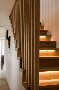 Excellent simple ideas for your inspiration Modern Stair Railing, Stair Railing Design, Stair Decor, Modern Stairs, Home Stairs Design, Home Room Design, Interior Stairs, Home Interior Design, Stairs In Living Room