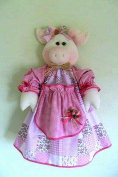 Porta bolsas Fabric Crafts, Sewing Crafts, Sewing Projects, Felt Fabric, Fabric Dolls, Felt Patterns, Sewing Patterns, Carrier Bag Holder, Pig Crafts