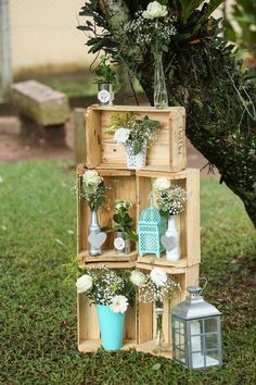 36 Rustic Wooden Crates Wedding Ideas One of the budget-friendly element of country wedding is wooden crates. In our guide of wooden crates wedding ideas, we gathered the most pinned pictures. Wooden Crates Wedding, Vintage Wooden Crates, Chic Wedding, Wedding Table, Rustic Wedding, Wedding Ideas, Spring Wedding, Wedding Country, Country Weddings