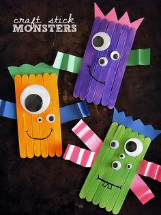 Craft stick monsters crafts & diy at our kid things Halloween Crafts To Sell, Crafts For Kids To Make, Halloween Activities, Fall Crafts, Holiday Crafts, Art For Kids, Halloween Labels, Halloween Halloween, Vintage Halloween