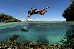 Spearfishing in New Caledonia. Now that's some serious spearfishing! National Geographic, Popular Photography, Amazing Photography, Colourful Photography, Photography Ideas, Hunting Photography, Nature Photography, Between Two Worlds, Around The Worlds