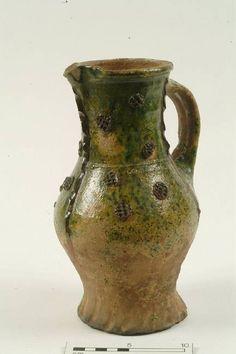 10632: jug; baluster jug Production date: Medieval; late 13th-15th century Measurements: H 245 mm; DM (rim) 100 mm; DM (body) 145 mm