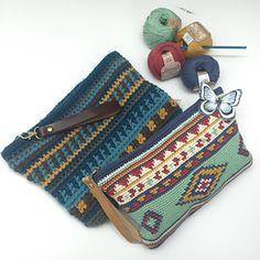 Crochet Handbags Ethnic Handbag - free charted tapestry crochet pattern in English and Spanish by Ana Alfonsin / molanmiscalcetas - Mochila Crochet, Crochet Pouch, Diy Crochet, Crochet Crafts, Love Crochet, Crochet Bags, Crochet Hooks, Crochet Handbags, Crochet Purses