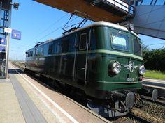 Az ÖBB 1010.010 sorozatú 1956-os gyártású nosztalgia mozdonya, Gramatneusidel állomáson https://de.wikipedia.org/wiki/%C3%96BB_1010