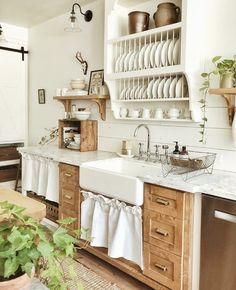 A Closer Look at Whitetail Farmhouse, This Year's Best Kitchen Organization Project – The Organized Home – Farmhouse kitchen Farmhouse Style Kitchen, Modern Farmhouse Kitchens, Home Decor Kitchen, New Kitchen, Vintage Kitchen, Cool Kitchens, Cottage Farmhouse, Awesome Kitchen, Rustic Chic Kitchen