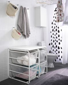 Easy sorting! Pull-out baskets make sorting your dirty laundry a breeze. And when all the laundry is clean, a worskpace on top gives you the ideal place to fold it all.