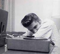 Elvis Presley at the Knickerbocker Hotel, Hollywood : August 1956 Lisa Marie Presley, Priscilla Presley, Easy Listening, Listening To Music, Music Music, Vinyl Music, Music Stuff, Musica Elvis Presley, Elvis Presley Photos
