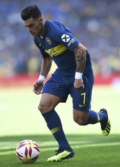 Cristian Pavon of Boca Juniors drives the ball during a match between Boca Juniors and Talleres as part of Superliga Argentina 2018/19 at Estadio Alberto J. Armando on August 12, 2018 in La Boca, Argentina.