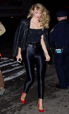 Lindsay Ellingson in Tight Pants - Heidi Klum's Halloween Party in New York City, Lindsay Ellingson Style, Outfits and Clothes. 80s Party Outfits, Cool Outfits, Cute Halloween Costumes, Halloween Party, Disco Pants Outfit, Lindsay Ellingson, Halloween Disfraces, Heidi Klum, Sexy Women