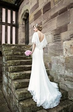 ENZOANI 1930s style dress Blog - A bridal fashion shoot with 1930s dress by Enzoani and gorgeous Art Deco inspired wedding accessories