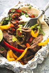 Easy flavor-loaded steak fajita foil packs make the best no-fuss Summertime dinner! These tasty foil packs are perfect for cookouts, grilling, and camping. Healthy Eating Tips, Healthy Nutrition, Foil Pack Dinners, Campfire Food, Steak Fajitas, Dinner Menu, Dinner Ideas, Vegetable Drinks, Beef Recipes