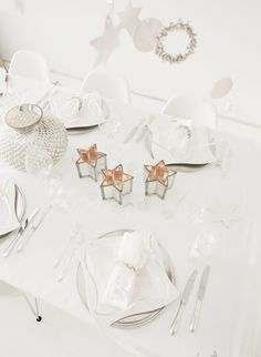 100 Christmas ideas - 5 themes - white christmas - white christmas table setting - white table, star candles