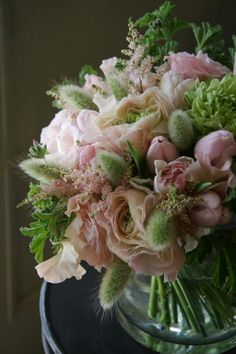 Soft color bouquet with bunny tails.  Yukinobu Fujino