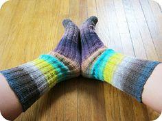 Cornflower Blue: free knitting pattern :: heel-less socks