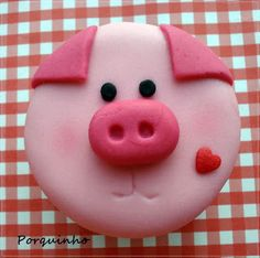pig cupcakes - nice idea for new year's eve Pig Cupcakes, Animal Cupcakes, Fondant Cupcakes, Cupcake Cookies, Fondant Toppers, Childrens Cupcakes, Piggy Cake, Pig Birthday Cakes, Fondant Animals