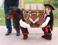 Best dog costume ever! Dog Halloween Costume Contest: Bob As Jack Sparrow – PupLife Dog Supplies Costume Halloween, Dog Pirate Costume, Chien Halloween, Dog Halloween, Homemade Halloween, Halloween Couples, Group Halloween, Animal Costumes, Pet Costumes