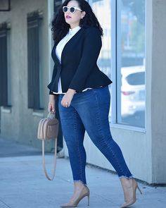 I'm often asked what's the one outer layer every woman should own? My answer is always the same: a great blazer! This look (which is part of my design collab. with @diaandco!) is on the blog today - link in profile. #GWCxDia #MoveFashionForward