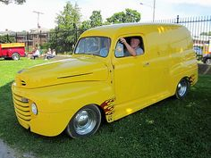 1948 Ford F-1 Panel Mustang Cobra, Ford Mustang, Old Ford Pickups, 1952 Ford Truck, Vintage Pickup Trucks, Day Van, Panel Truck, Chevrolet Equinox, Old Fords